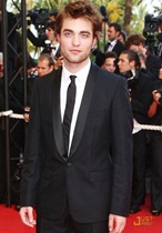 robert-pattinson-inglorious-basterds-premiere-07