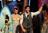 taylor-lautner-tca-awards-03