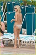 carrie-underwood-bikini-beach-bahamas-02
