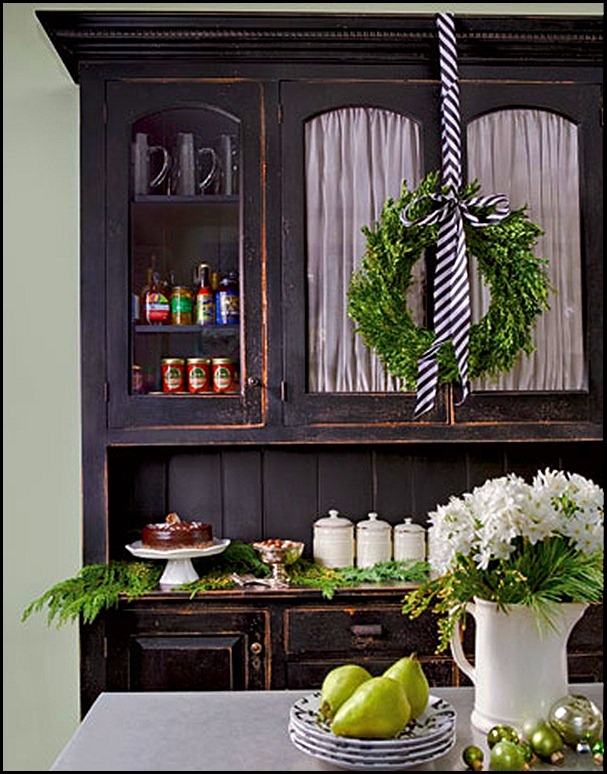 credenza-wreath-country living[1]