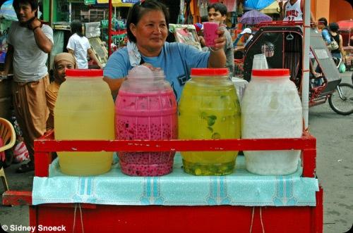 Manang selling samalamig beverages - JustAnotherPixel.net