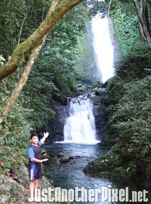 A few feet away from the Kabigan Falls - JustAnotherPixel.net