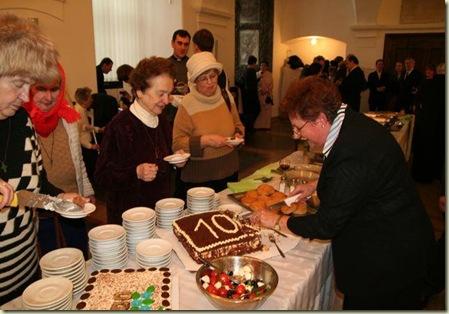 100 anos cortando o bolo
