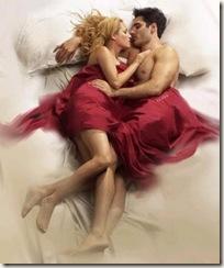 Jovem casal na cama
