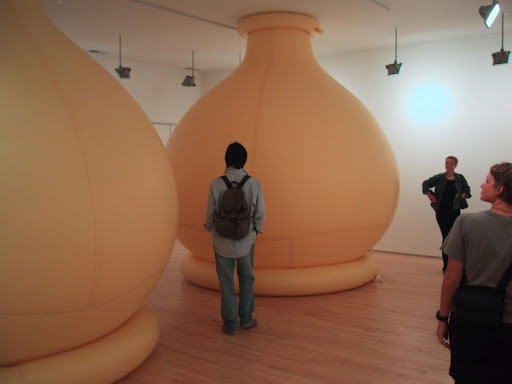 http://lh6.ggpht.com/_bKN77pn74dA/S46Dll6B0UI/AAAAAAAADRc/X07duQC1Lzg/_rememb_imag_2_balloons_air_latex-clou_gallery-columns_350x250x250cm-l.jpg