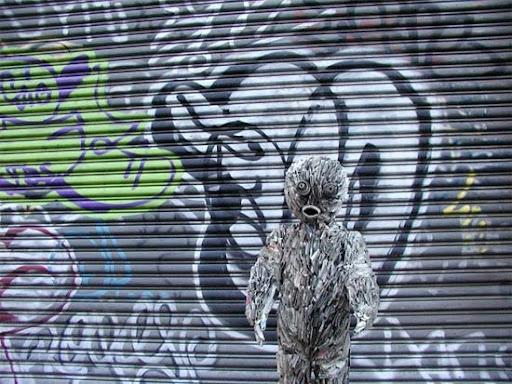 http://lh6.ggpht.com/_bKN77pn74dA/TEuZ8DN-TCI/AAAAAAAAED4/M2XGvFW_pLU/street-newspaper-sculpture.jpg