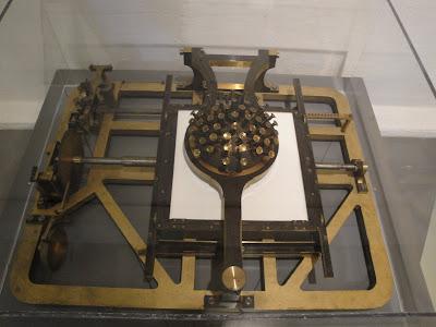 Máquina de escribir para una sóla mano: el gamepad de las secretarias!