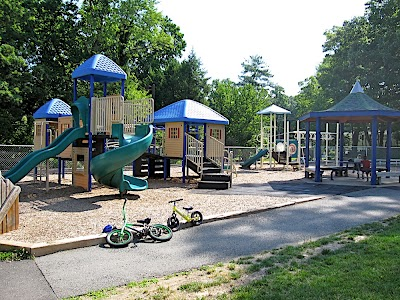 Woodmont Center Playground (22207)