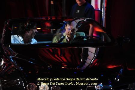Marcelo y Federico Hoppe dentro del auto.JPG