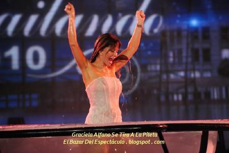 Graciela Alfano Se Tira A La Pileta.jpg