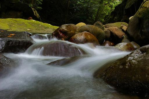 炎夏的超清涼溯溪
