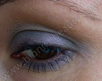 Blue eyeshadow look with purely cosmetics mineral powders