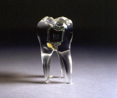 celular no dente