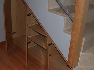 Opemho sl mueble aprovechando el hueco de la escalera for Muebles para hueco escalera