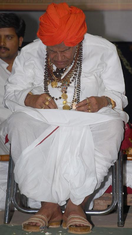 ಅಪ್ಪ ಪುಟ್ಟಯ್ಯಜ್ಜ ಯಾವತ್ತೂ ಕುಳಿತುಕೊಳ್ಳುತ್ತಿದ್ದ ಭಂಗಿ. ಚಿತ್ರ:ಕೇದಾರನಾಥ.