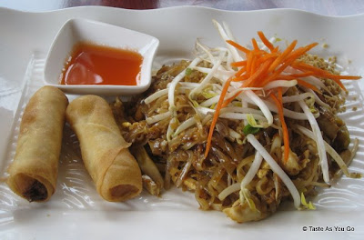 Chicken-Pad-Thai-Vegetable-Spring-Rolls-Sushi-Siam-Long-Island-City-NY-tasteasyougo.com