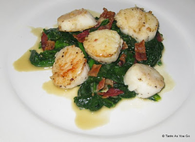 Sea-Scallops-Bacon-Butter-Sauce-tasteasyougo.com