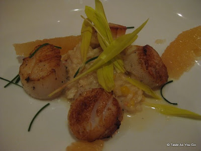 Pan-Roasted-Diver-Scallops-Sweet-Corn-Lobster-Risotto-Citrus-Butter-Fishtail-by-David-Burke-New-York-NY-tasteasyougo.com
