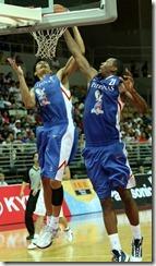 菲律賓阿奇拉(左)多西特