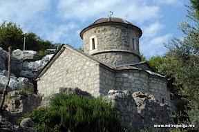 Manastir na Skadarskom jezeru. Crkva posvecena Sv. Bogorodica Istocnik podignuta 1376-8, podigao je starac Makarije za vreme Balsica II Djuradja Stracimirovica