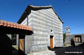 Po predanju manastir je iz vremena Balsica, mada se zna da je danasnji hram Pokrova Presvete Bogorodice sagradio Vladika Danilio I pocetkom XVIII veka. Nastojateljica manastira monahinja Elikonida Jeftic.