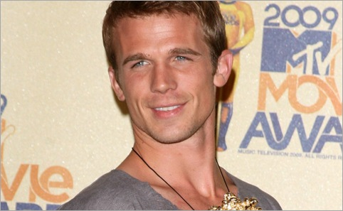 cam gigandet on the red carpet