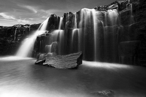 blackandwhite-waterfall