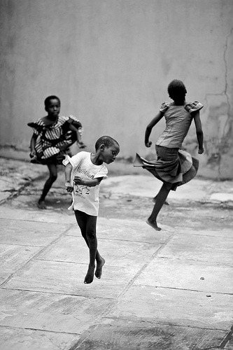 bw-children-playing