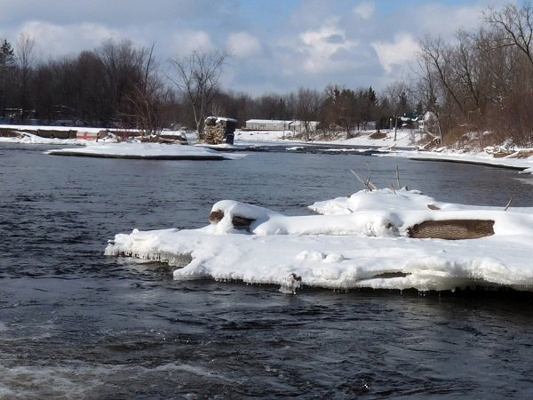 ice shelf entending into the oswegatchie river