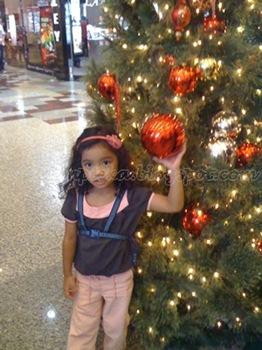 sophia_christmas_tree_3