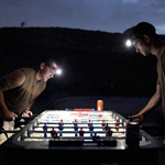 Canadian soldiers play table football under flashlights at a military outpost near the village of Bazaar e Panjwaii, in the Panjwaii district of Kandahar province August 8, 2010.  REUTERS/Bob Strong  (AFGHANISTAN - Tags: CONFLICT MILITARY)øÌܗ㺥Ǵ˛
