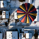 A balloon flies during the International Hot Air Balloon Week in Chateau-d\'Oex January 23, 2010. Over 80 balloons from 15 countries are participating in the ballooning event in the Swiss mountain resort famous for ideal flight conditions due to an exceptional microclimate. REUTERS/Valentin Flauraud (SWITZERLAND - Tags: TRANSPORT SOCIETY IMAGES OF THE DAY)ƣ–9⳦ẕŷ'˜