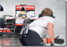 Hamilton rientra ai box McLaren