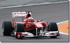 Alonso con la Ferrari F150