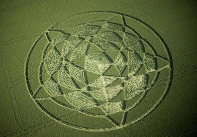 6-Avebury-Henge-Wiltshire-Wheat-22-06-02-35mm