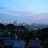 男子トイレの便器から眺めた金沢の夜景。