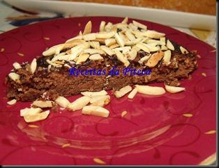 Bolo de chocolate e amêndoas fatia