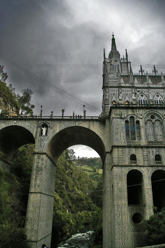 20-unusual-churches-p1-laslajas2