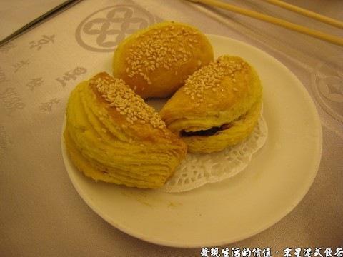 京星港式飲茶,蜜汁叉燒酥,外面這層芝麻餅是個敗筆,個人覺得太厚了,像在挾著叉燒的饅頭。