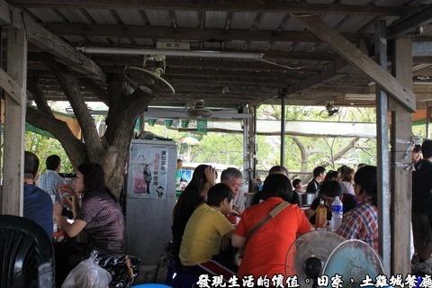 田寮,陳甚土雞,簡陋的用餐環境,也算是一種原野的享受吧!