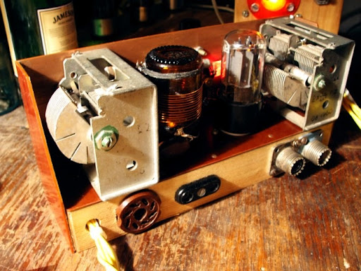 Homebrew QRP Vacuum Tube (Valve) Amplifier, Rear View