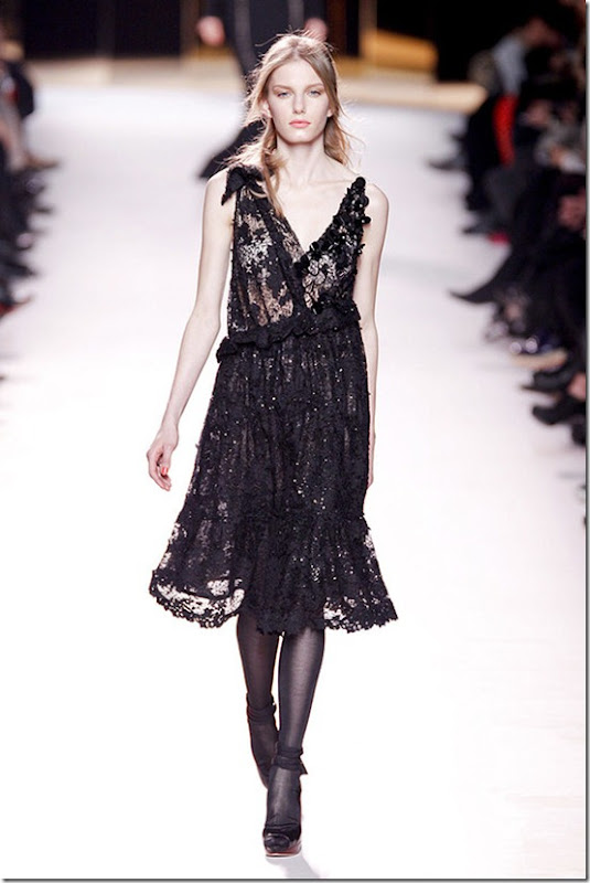 Nina-ricci-FALL-2011-RTW-podium-002_runway