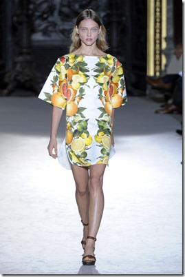 STELLA-MCCARTNEY-SPRING-RTW-2011-PODIUM-027_runway