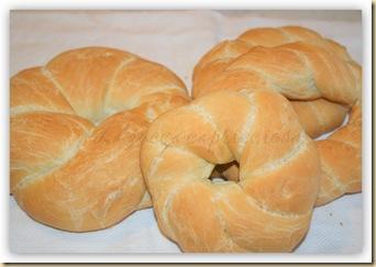 ciambelle di pane intrecciate all'olio1