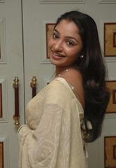 tamil-actress-maya-unni-in-saree-stills_actressinsareephotos_blogspot_com_37