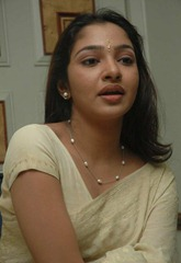 tamil-actress-maya-unni-in-saree-stills_actressinsareephotos_blogspot_com_40