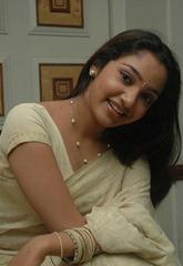 tamil-actress-maya-unni-in-saree-stills_actressinsareephotos_blogspot_com_41