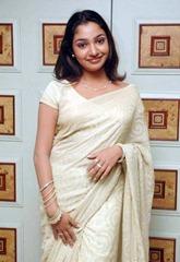 tamil-actress-maya-unni-in-saree-stills_actressinsareephotos_blogspot_com_22