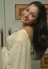 tamil-actress-maya-unni-in-saree-stills_actressinsareephotos_blogspot_com_25