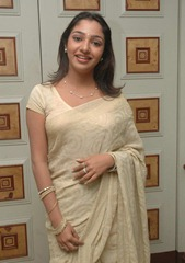 tamil-actress-maya-unni-in-saree-stills_actressinsareephotos_blogspot_com_32